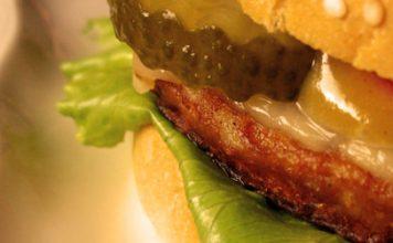 Rezepte für Wraps, Hotdogs und Burger mit Sanddorn-Chutney